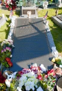 Graceland_Elvis_Presley_grave