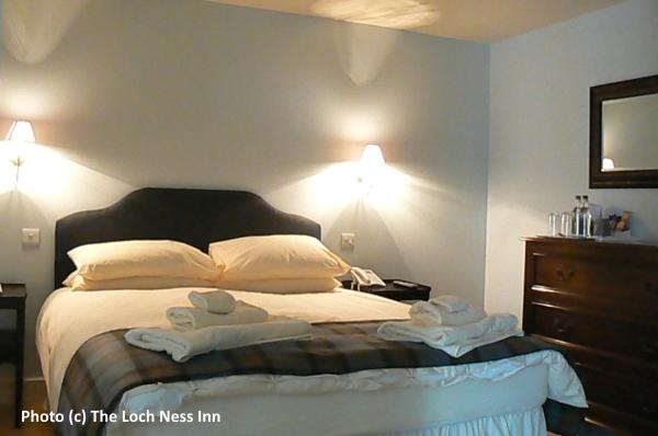 Loch_Ness_Inn_bedroom