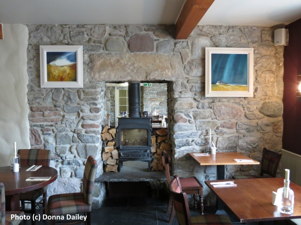 Loch_Ness_Inn_restaurant_with_stove
