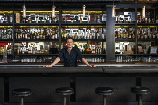 Phoenix_Cocktail_Bars_Ross_Simon_at_Bitter_and_Twisted
